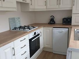 Newly Refurbished 3 Bed House Close To City St Brigid St photos Exterior
