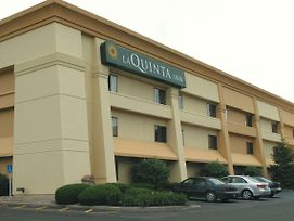 La Quinta Inn By Wyndham Indianapolis Airport Executive Dr photos Exterior