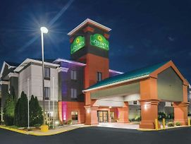 La Quinta Inn & Suites By Wyndham Louisville photos Exterior