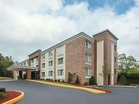 La Quinta Inn & Suites By Wyndham Sturbridge photos Exterior