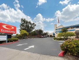 Econo Lodge Bay Breeze photos Exterior