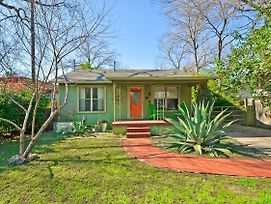 Hip 2Br Austin Bungalow By Redawning photos Exterior