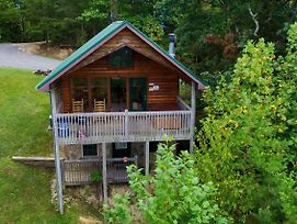 Comfy Cottage Sevierville Cabin photos Exterior
