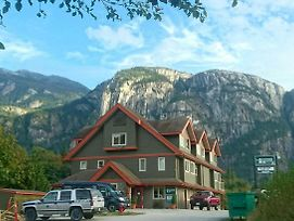 Squamish Adventure Inn photos Exterior