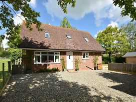 Lyndhurst Cottage Peasmarsh Near Rye Sleeps Up To 6 Guests photos Exterior