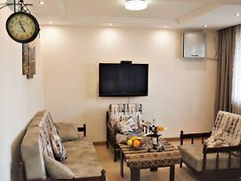Family Friendly Apartment In The Heart Of Yerevan photos Exterior