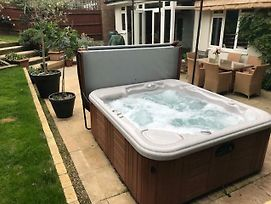 Wimbledon Tennis House With Hot Tub; 4 Minute Walk photos Exterior