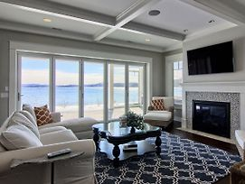 Luxury Lakefront Living photos Exterior