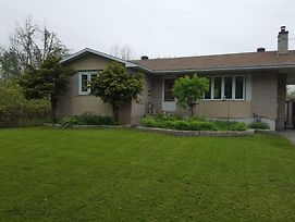 Spactacular Home Bungalow In The Middle Of The City Right Cross The Nrc photos Exterior