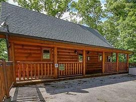 2 Swimming Pools Free Mini Golf Honey Bear Mtn Cabin - Hot Tub - Pool Table photos Exterior