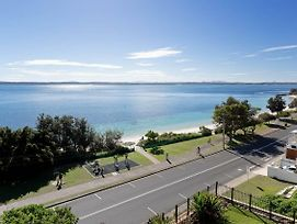 1 'Kiah', 53 Victoria Parade - Stunning Views, Wifi, Aircon, Just Across The Road To The Water photos Exterior
