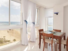 Beachfront Apt W/ Great Views Of The Sea photos Exterior
