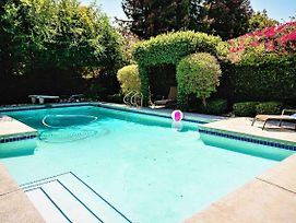 Charming La Oasis Home With Pool-Great Location P4 - 30 Night Minimum photos Exterior