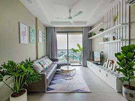 Gold View Apartment _High Floor Condo _ Charming View_ 5 Mins To District 1 photos Exterior