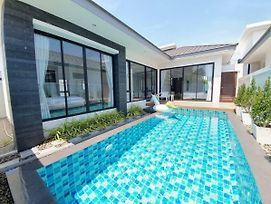 Dasiri Holiday Pool Villa Central Modern & New photos Exterior