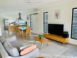 Whitsunday Brand New Townhouse Close To Boardwalk photos Exterior