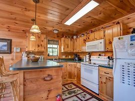 R Bearadise, 2 Bedrooms, Sleeps 8, Screened Deck, Hot Tub, Pool Table photos Exterior