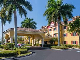 Hawthorn Suites By Wyndham Naples photos Exterior