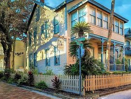 Victorian House photos Exterior