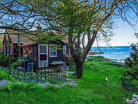Rustic Rockport Cottage photos Exterior