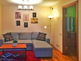 New 2-Rooms Apt In The Old Center Very Close To Pyatnickaya Str And Metro photos Exterior