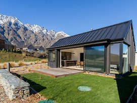 Remarkable Vista - Queenstown Holiday Home photos Exterior