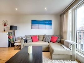 Modern 1 Bed In Melvin Walk By Guestready photos Exterior