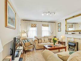 Royal Mews - Sleeps 4 - Gated Mews With Free Parking photos Exterior