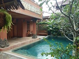 Balinese Villa With Private Pool In Batam photos Exterior