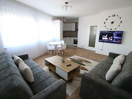 Spacious Apartment Next To The Bus Station And Walking Distance To The Old Town And Shopping Malls photos Exterior