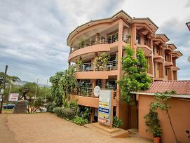 Enjoy The Wonderful Amenities Offered By Satelite Backpackers Kisasi. photos Exterior