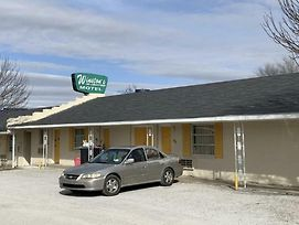 Winstons Air Conditioned Motel photos Exterior