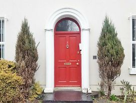 Silver Crescent House & Apts Vacation Rentals Galway City Ireland photos Exterior