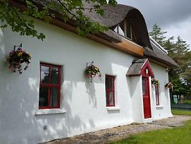 Self Catering Donegal - Teac Chondai Thatched Cottage photos Exterior