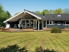 Three-Bedroom Holiday Home In Glesborg 19 photos Room