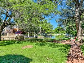 Cozy Lake Lbj Cabin On Quiet Canal - 4 Bed 3 Bath Vacation Home In Kingsland photos Exterior
