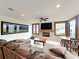 Mountain Gem Across From Slopes W/ Pool & Hot Tubs Townhouse photos Exterior