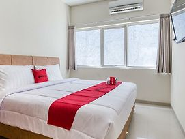 Reddoorz Near Ciputra World 3 photos Exterior