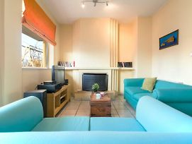 Vivid 2Bd Apt, 3 Min Walk From Metro photos Exterior