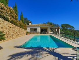 Magnificent Villa With Swimming Pool photos Exterior