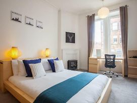 Bright 2 Bed Apartment, Stones-Throw From Centre photos Exterior