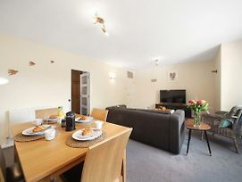 Super Cosy Ealing Broadway Apartment photos Exterior
