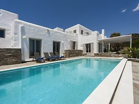 Niriides Luxury Villas photos Exterior