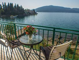Entire Two Bedrooms Apartment Waterfront photos Exterior