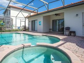Convenient And Beautiful 4 Bedroom Home With Private Pool And Spa photos Exterior