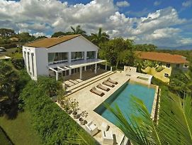 Villatracey! Gorgeous 4Br 4Ba Ocean View Villa In Gated Community With Private Pool #19 photos Exterior