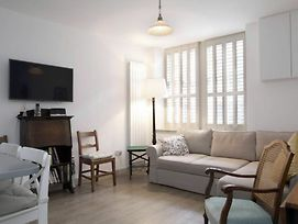 1 Bedroom Mews Flat Accommodates 4 photos Exterior
