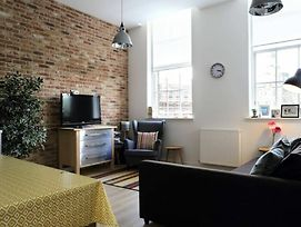 Spacious 2 Bedroom Loft In Converted School photos Exterior
