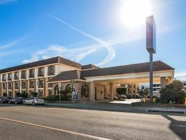 Best Western Norwalk Inn photos Exterior