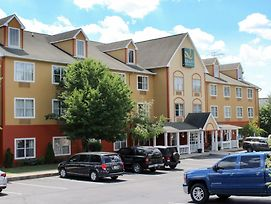 Quality Inn & Suites Cincinnati Sharonville photos Exterior